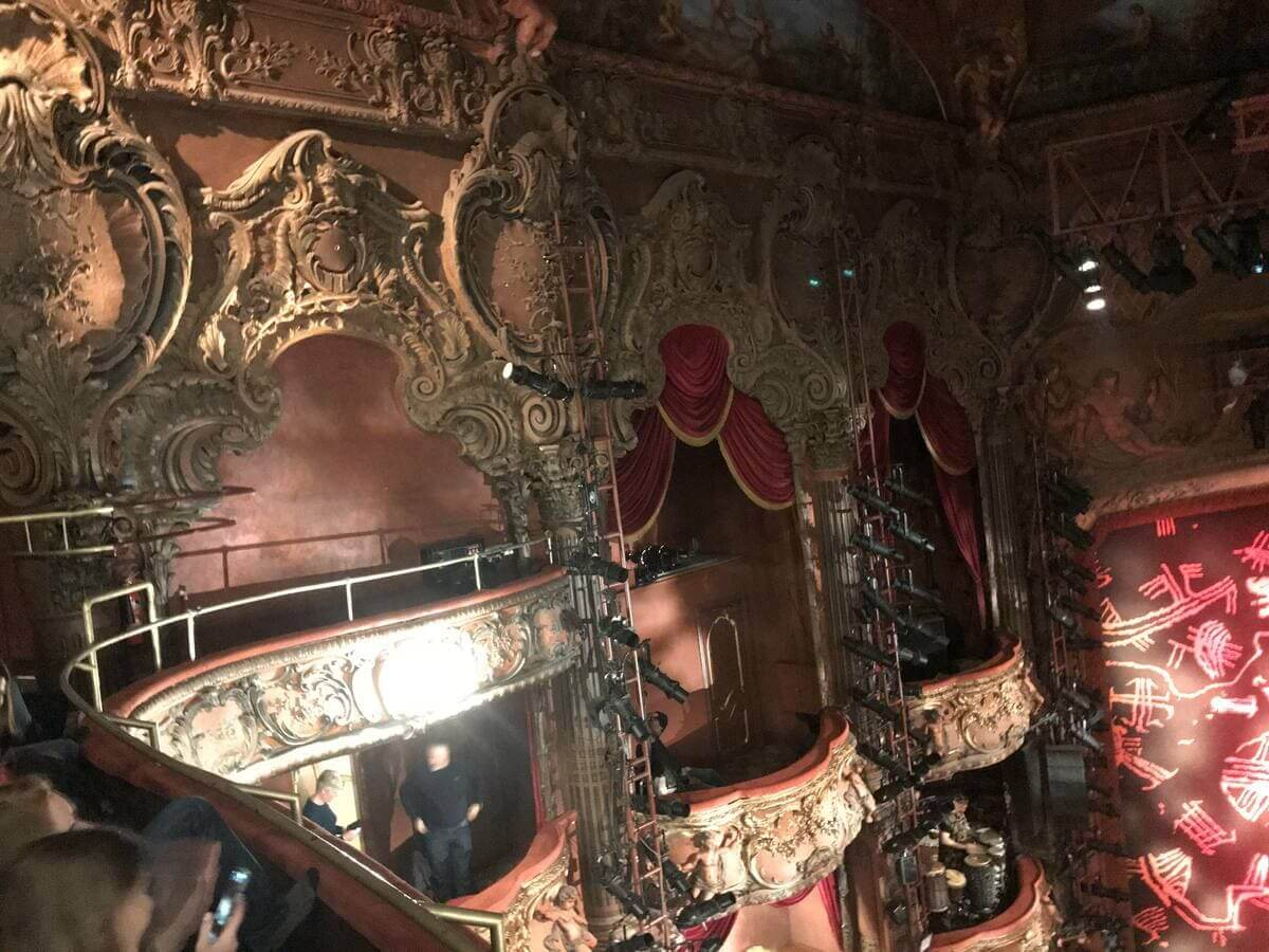ライオンキング 劇場装飾